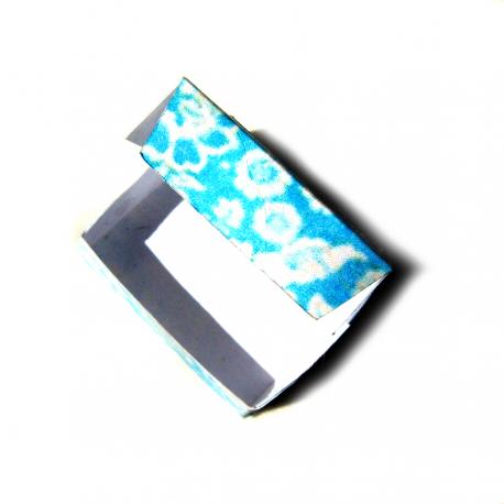 Caixa retangular com visor